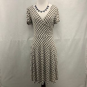 Like NEW! Gilli Black & White Dress Size L